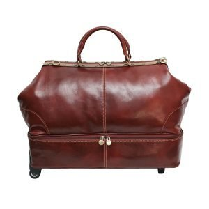 large leather travel bag. Travel bag in leather with wheels and shoe compartment. Leather travelling bag Made in Italy. Leather holdall in brown natural leather made in italy.