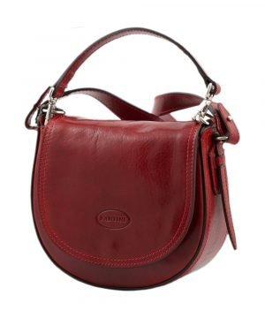 Woman's shoulder bag in red leather. Handcrafted and Made in Italy bag.